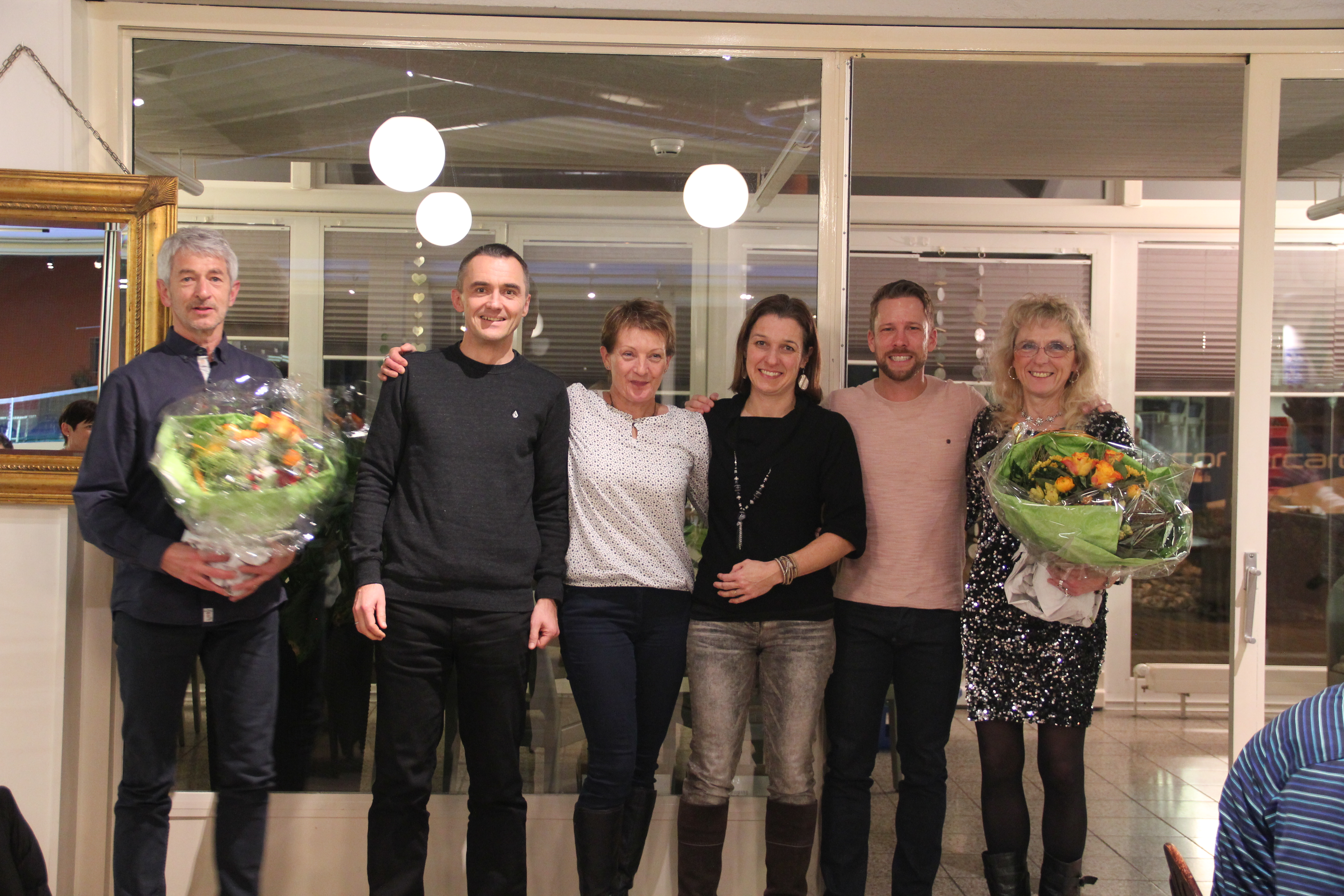 Die ersten Ränge der Vereinsmeisterschaft (v.l.n.r.): Walter Howald (1.), Frank Moritz (3.), Bernadette Flück (2.), Nicole Denzler (3.), Daniel Lorenz (2.) Vreny Gerber (1.)